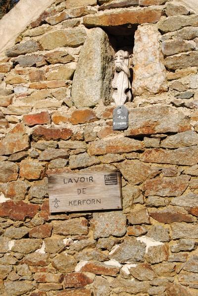 le-lavoir-de-kerforn-a-guimiliau
